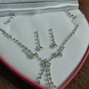 New Rhinestone earrings and necklace set